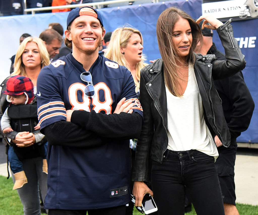 Patrick Kane with his girlfriend Amanda Grahovec at the NFL game between the Chicago Bears and the Oakland Raiders on October 4, 2015   Photo: Getty Images