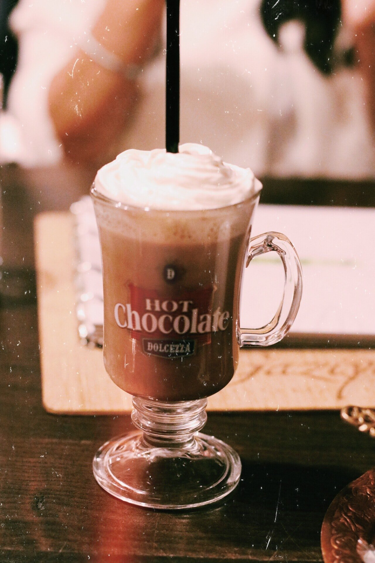 Photo of a chocolatey drink in a cup | Photo: Pexels