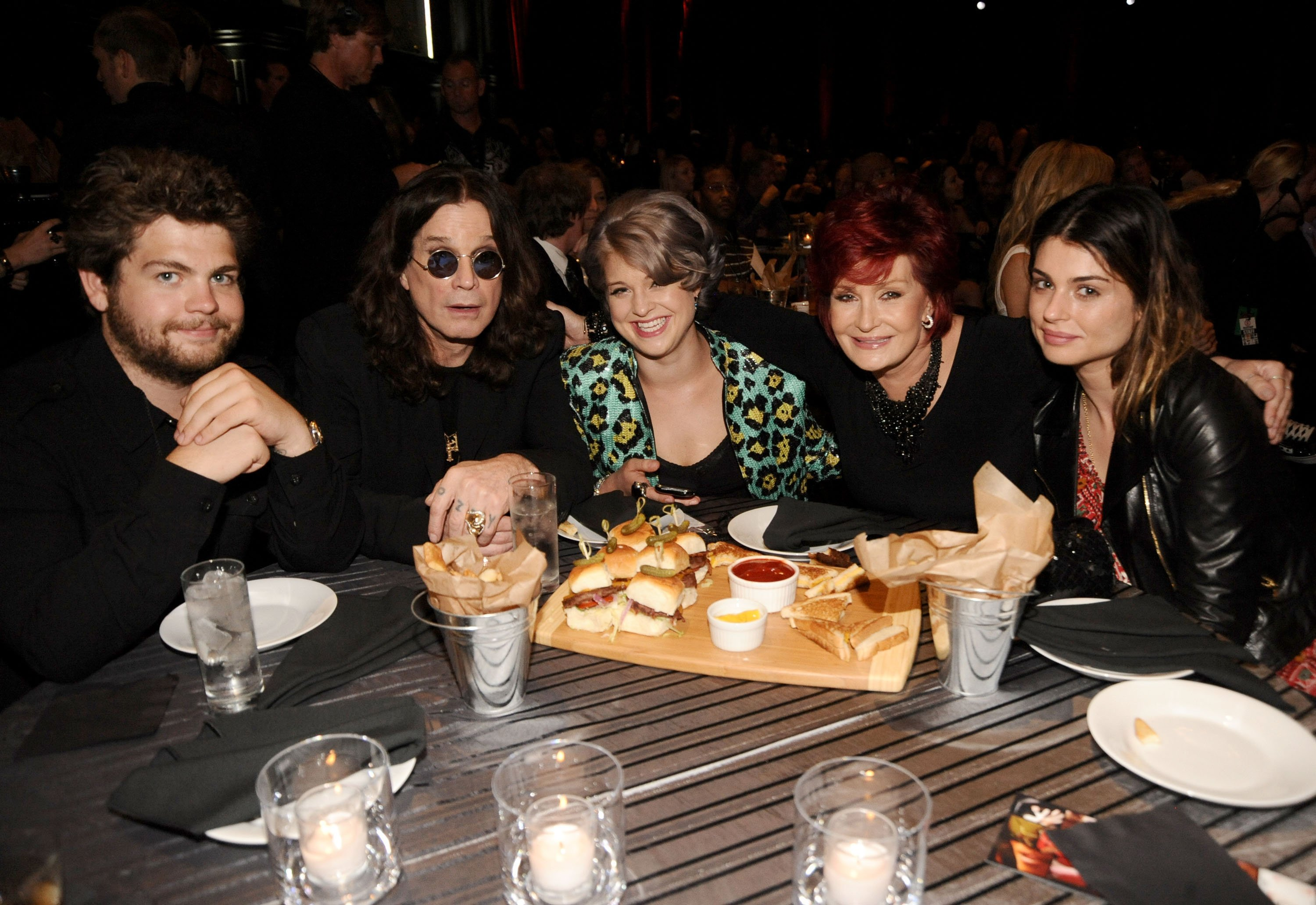 The Osbournes during a 2010 awarding event in Los Angeles. | Photo: Getty Images