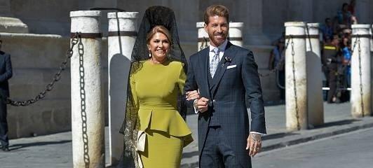 Sergio Ramos y Paqui García, su madre, el día de su boda. || Fuente: Getty Images