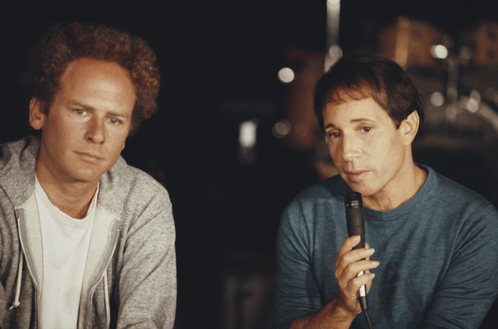 Art Garfunkel and Paul Simon pictured at a press conference to promote their upcoming reunion concert in Central Park, New York in September 1981. | Photo: Getty Images