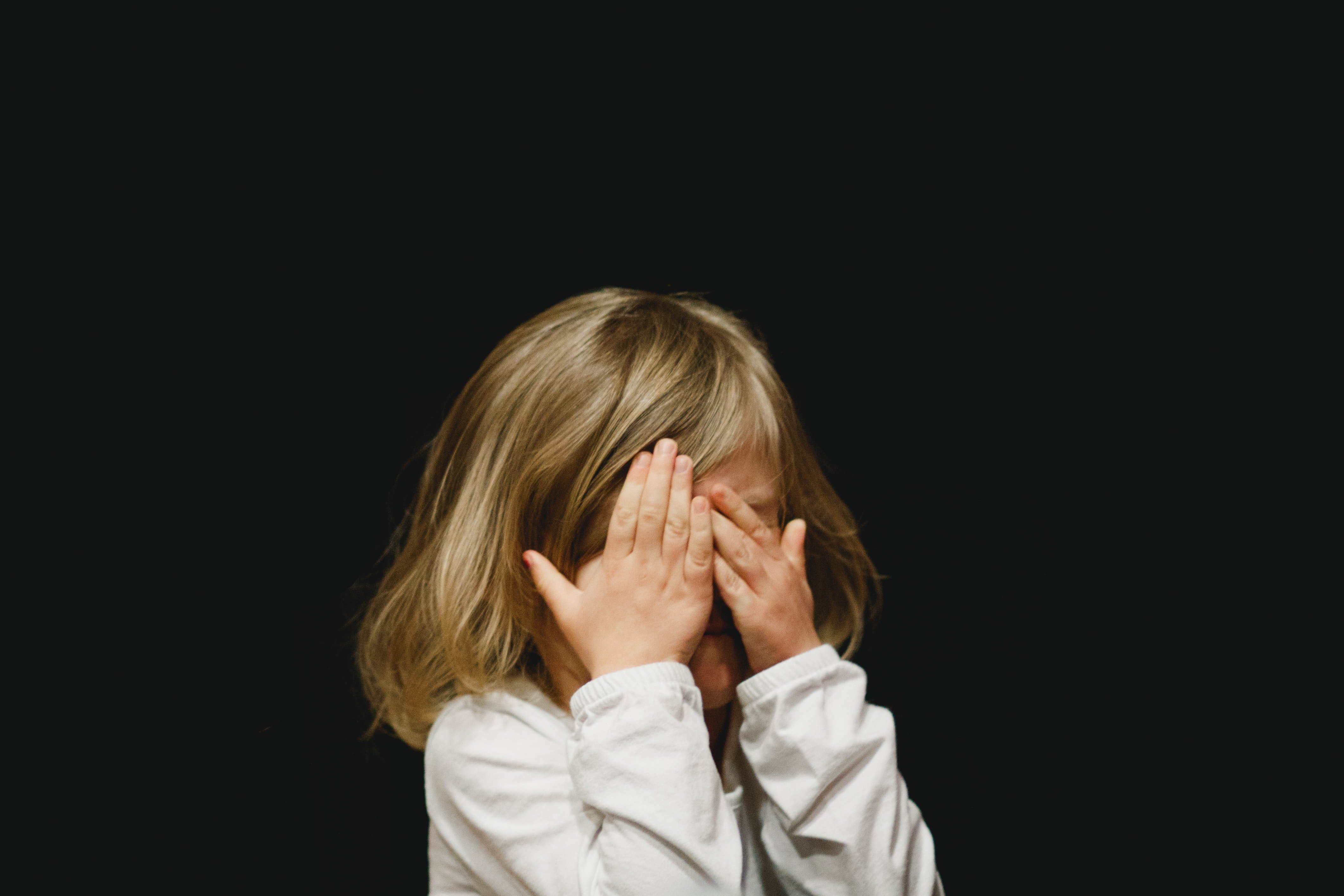 Evelyn burst into tears because nobody was ready to help her   Photo: Unsplash