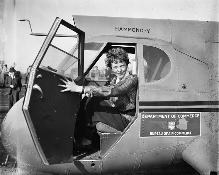 Amelia Earhart in a Stearman-Hammond Y-1 | Source: Wikimedia Commons/United States Library of Congress/Harris & Ewing
