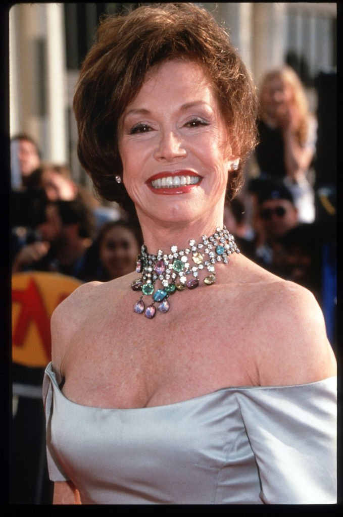 Mary Tyler Moore at the fourth annual Screen Actors Guild Awards ceremonies March 18, 1998 | Photo: GettyImages
