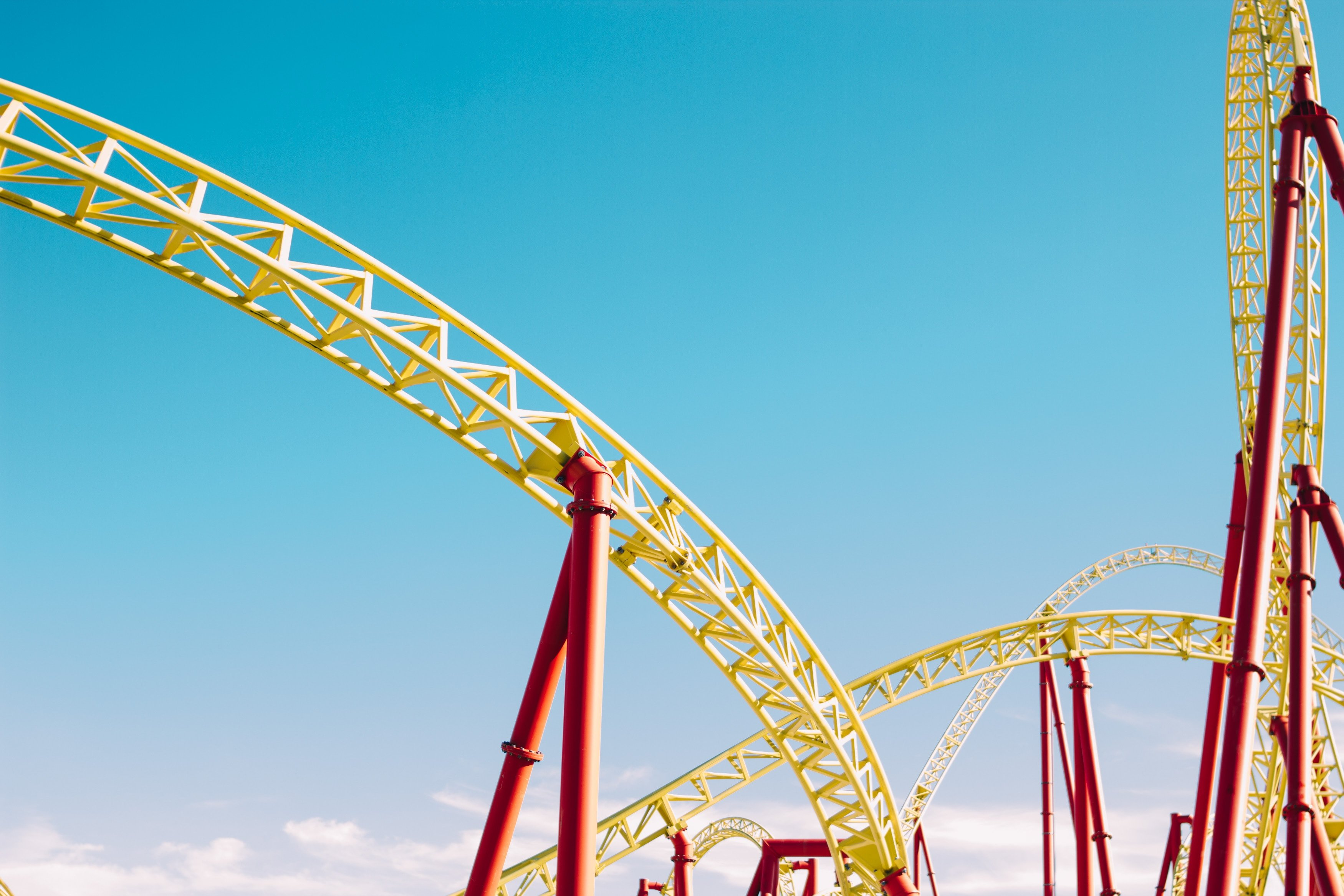 A rollercoaster at an amusement park. | Source: Unsplash