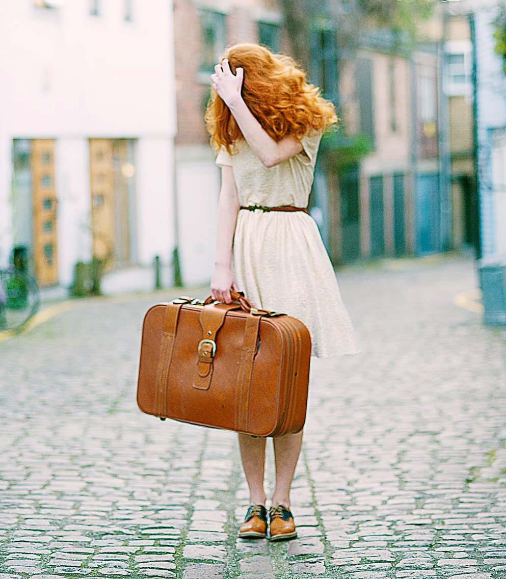 Woman with a suitcase | Source: Pexels