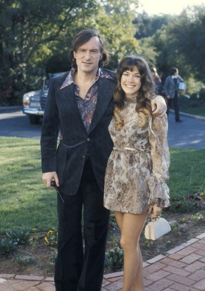 Hugh Hefner and Barbi Benton at Home of Warren Cowan in Beverly Hills, California, United States in 1973. | Photo: Getty Images
