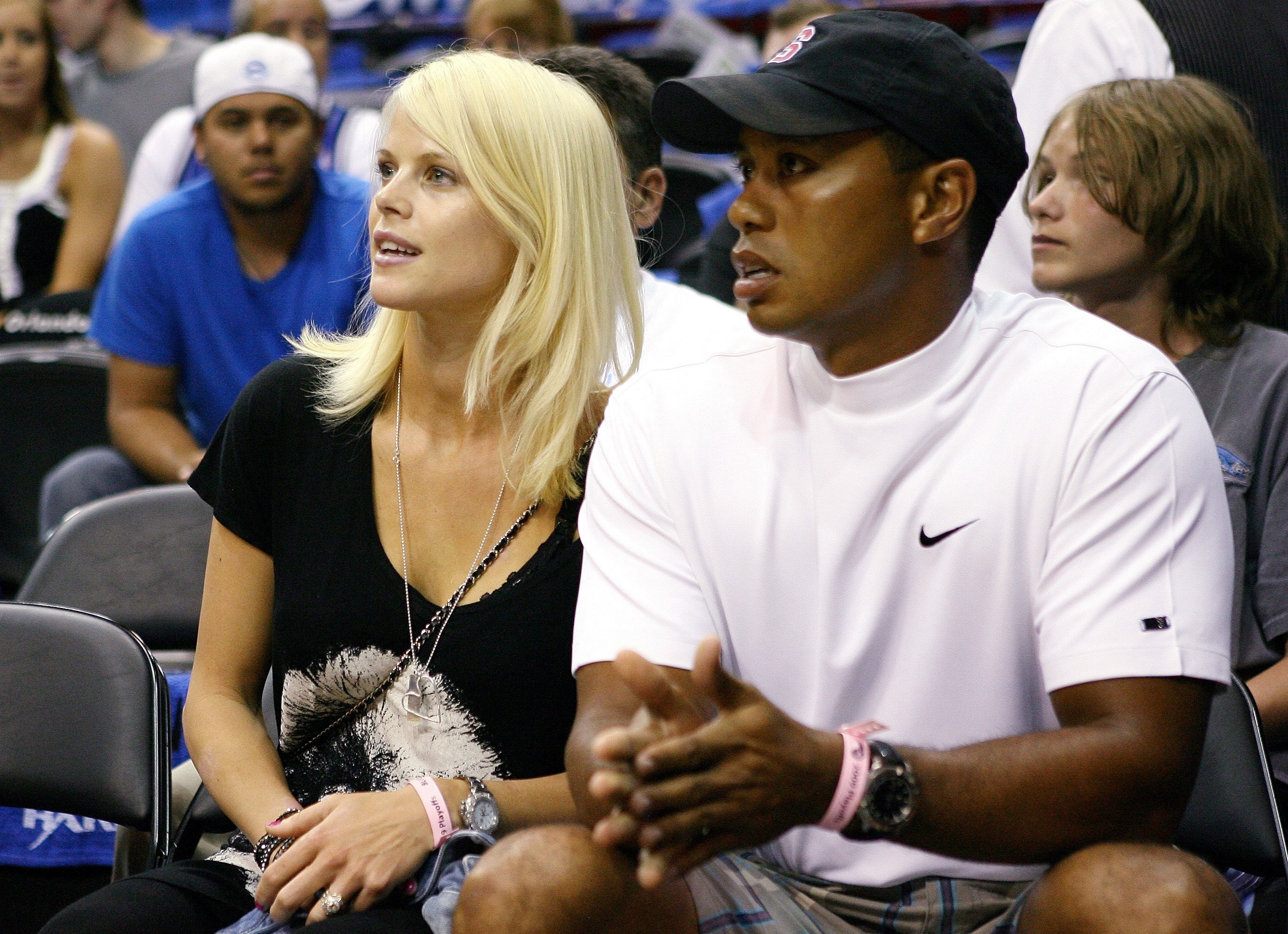 Golfer Tiger Woods sits courtside with his wife Elin during Game Four of the 2009 NBA Finals. | Photo: GettyImages