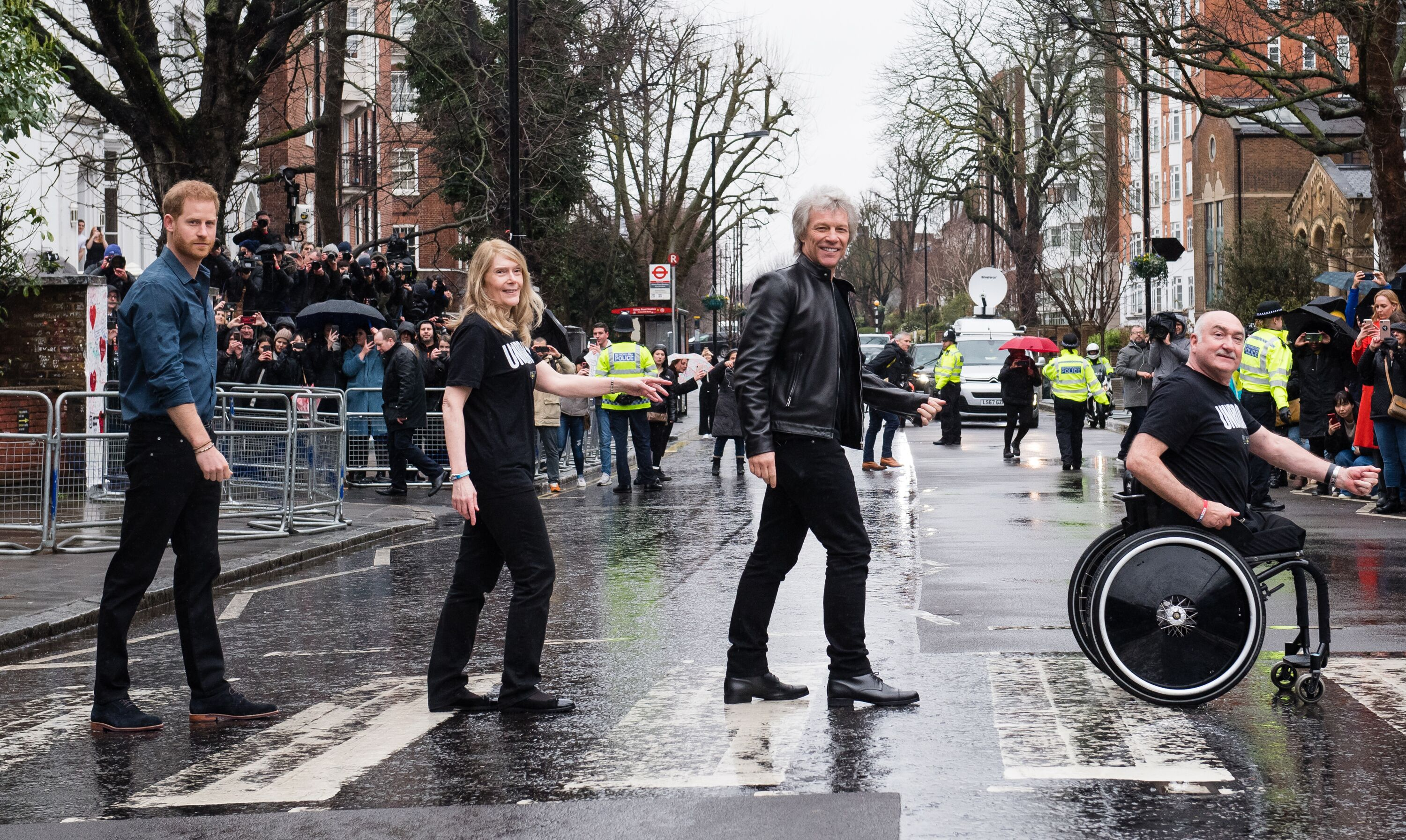 Prince Harry (L), Jon Bon Jovi (second right), and members of the Invictus Games Choir pose at Abbey Road zebra crossing on February 28, 2020, in London, England | Photo: Samir Hussein/WireImage/Getty Images