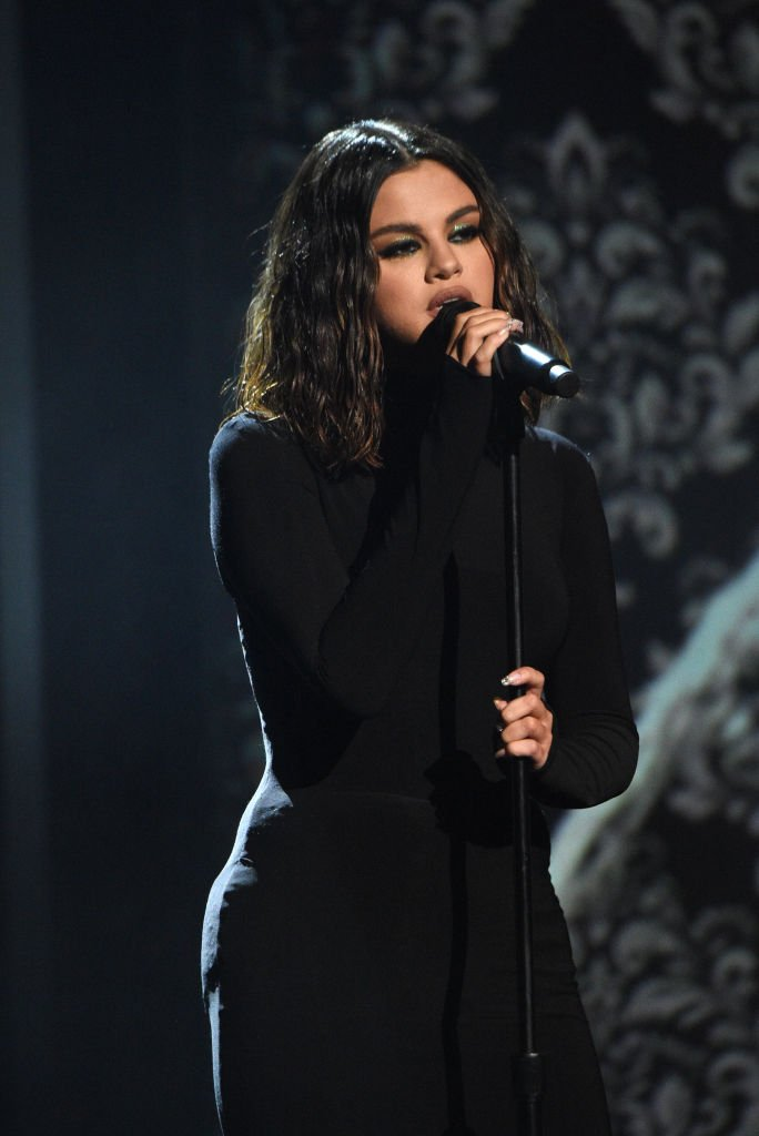 Selena Gomez performing her latest single during the 2019 American Music Awards. | Photo: Getty Images