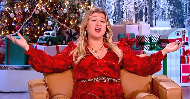 Kelly Clarkson Admits She Made the Wrong Decision Running in Heels after She Injured Her Leg