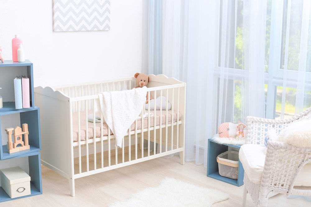 A photo interior design of baby room with crib. | Photo: Shutterstock
