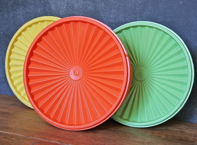 A set of air-tight lids of Servalier Astro Bowls line of Tupperware. | Source: Flickr