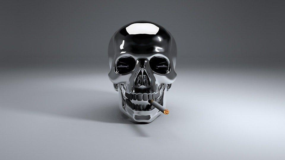 Crâne en métal avec cigarette. | Photo : Pixabay