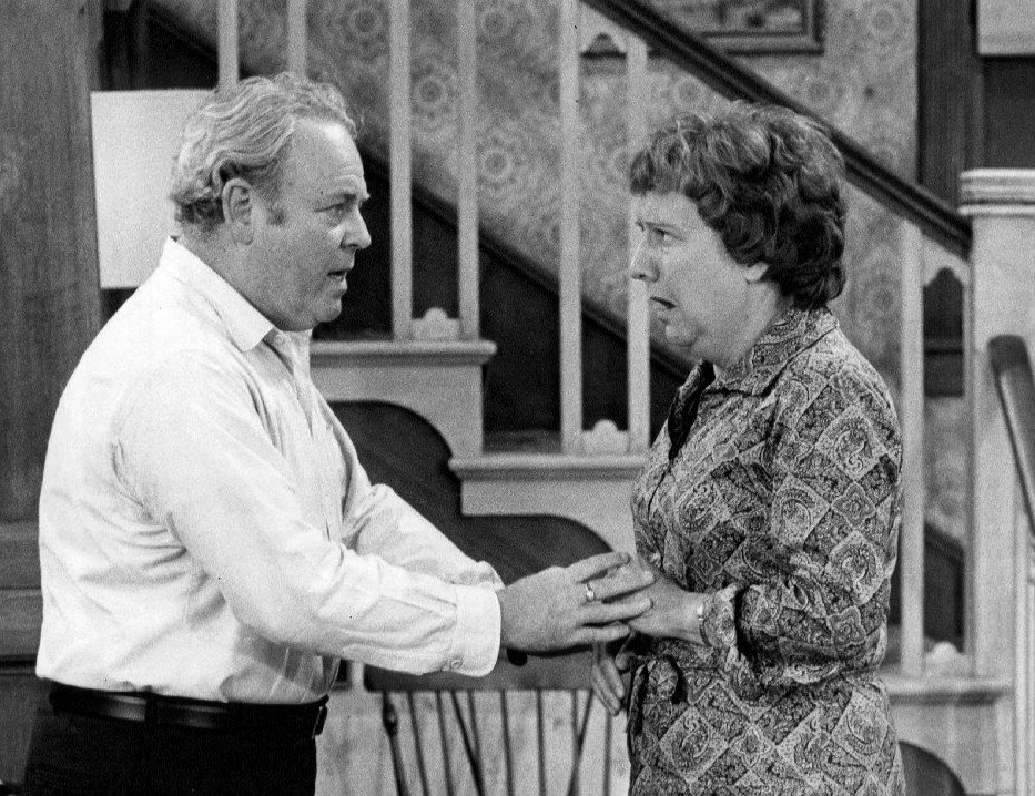 Carroll O'Connor and Jean Stapleton as Archie and Edith Bunker. | Source: Wikimedia Commons.