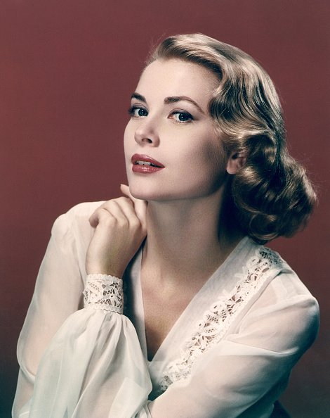 Portrait of actress Grace Kelly in 1955. | Photo: Getty Images