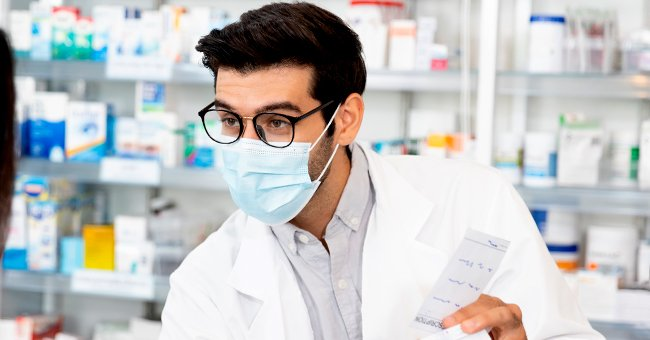 Daily Joke: Pharmacist's Assistant Prescribes Laxatives to Treat a Cough