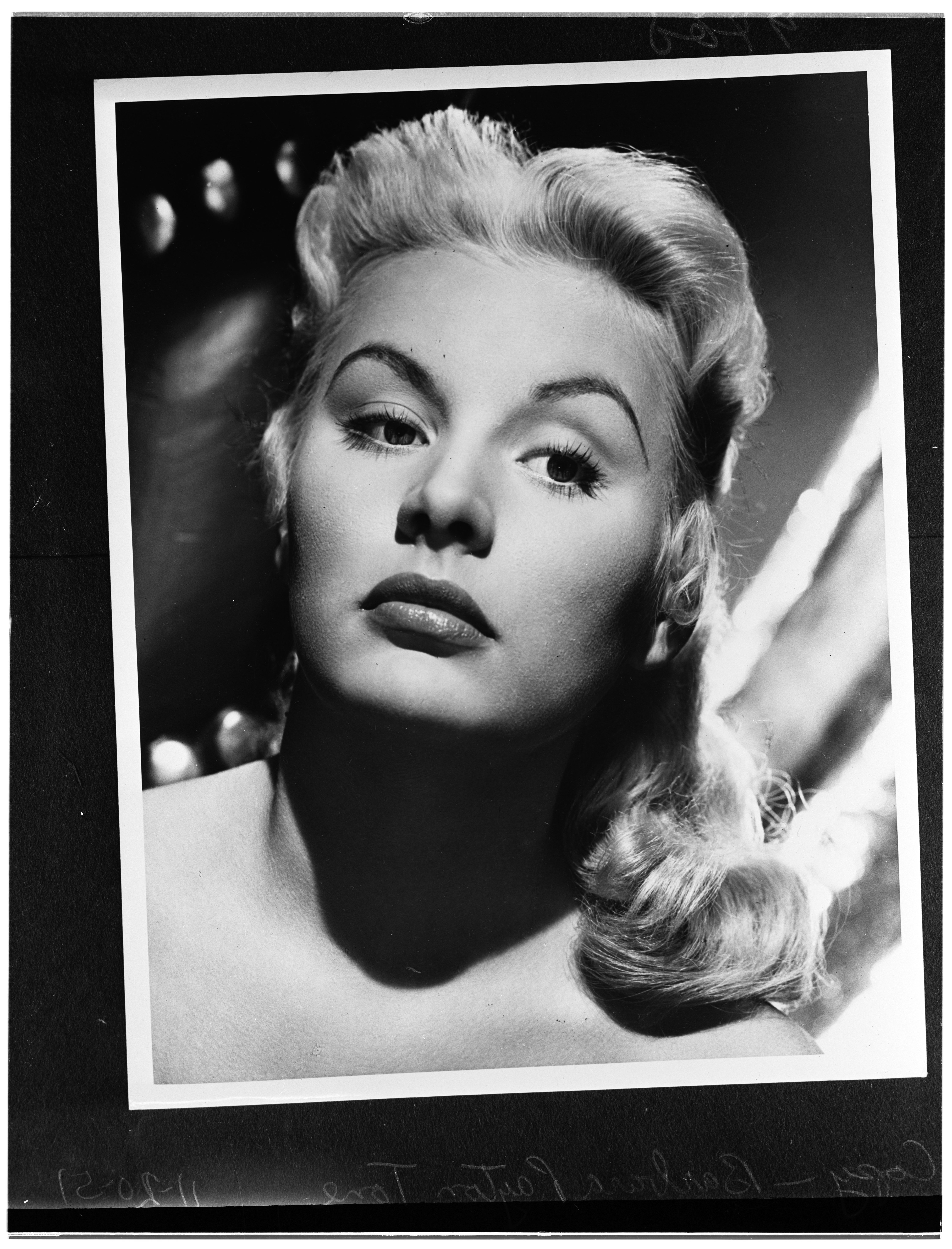 Copy negatives of Barbara Payton in 1951, Los Angeles | Photo: Getty Images