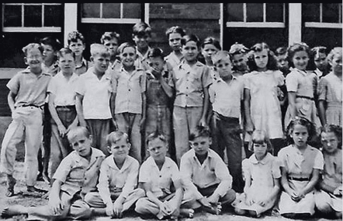 Roy Orbinson (far left) during his school days in Texas in the 1940s'. | Source: Instagram/OfficialRoyOrbinsion