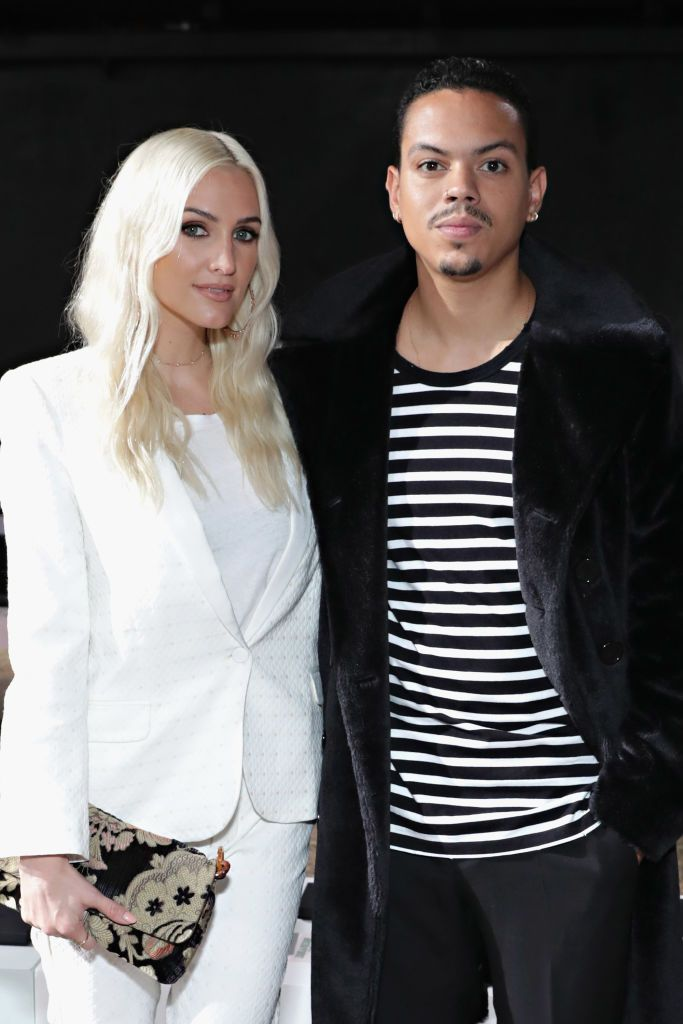 Ashlee Simpson Ross and husband Evan Ross at New York Fashion on September 11, 2017. | Photo: Getty Images.