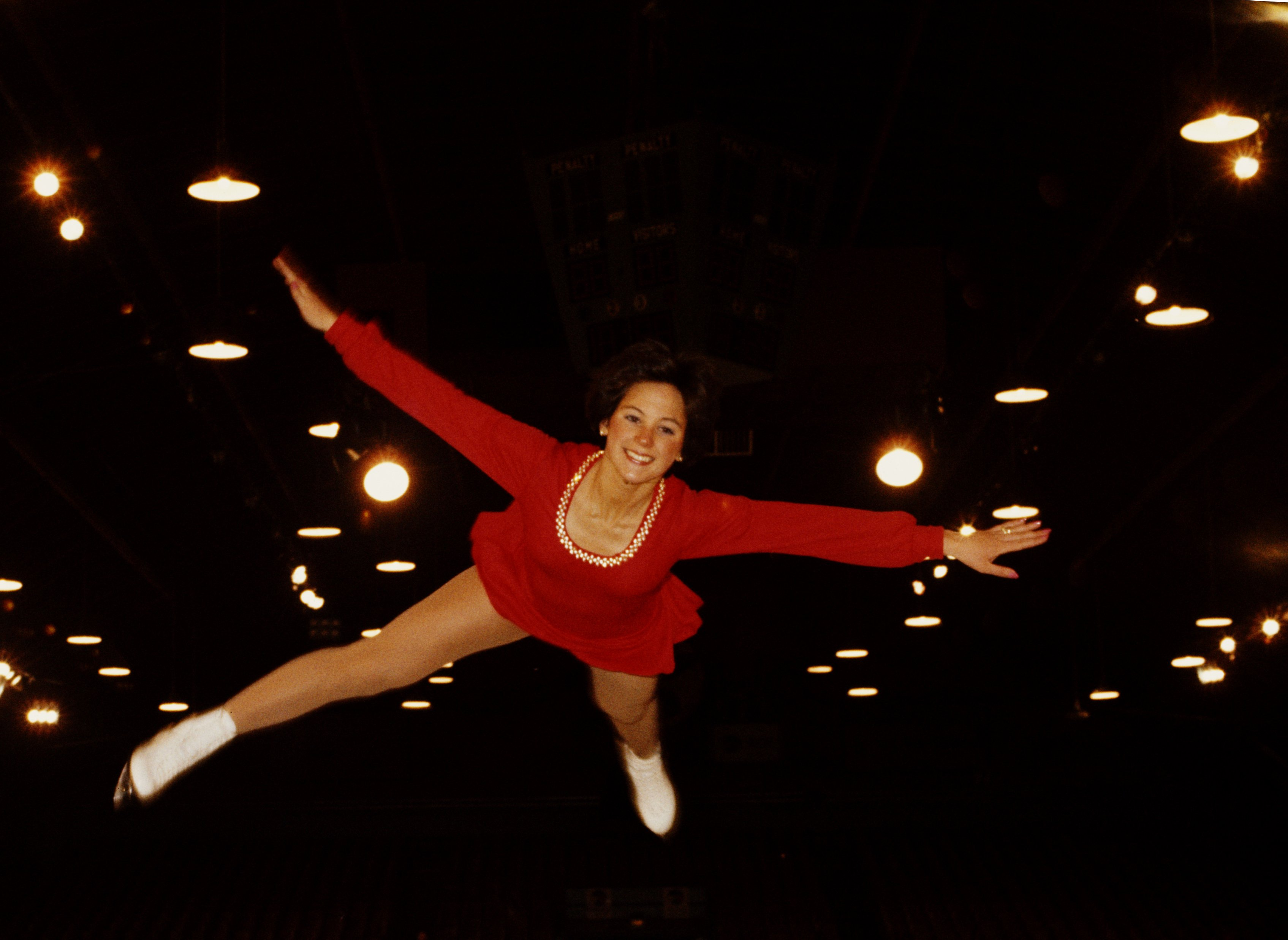 Dorothy Hamill at the World Figure Skating Championships in 1975 in Colorado Springs | Source: Getty Imges
