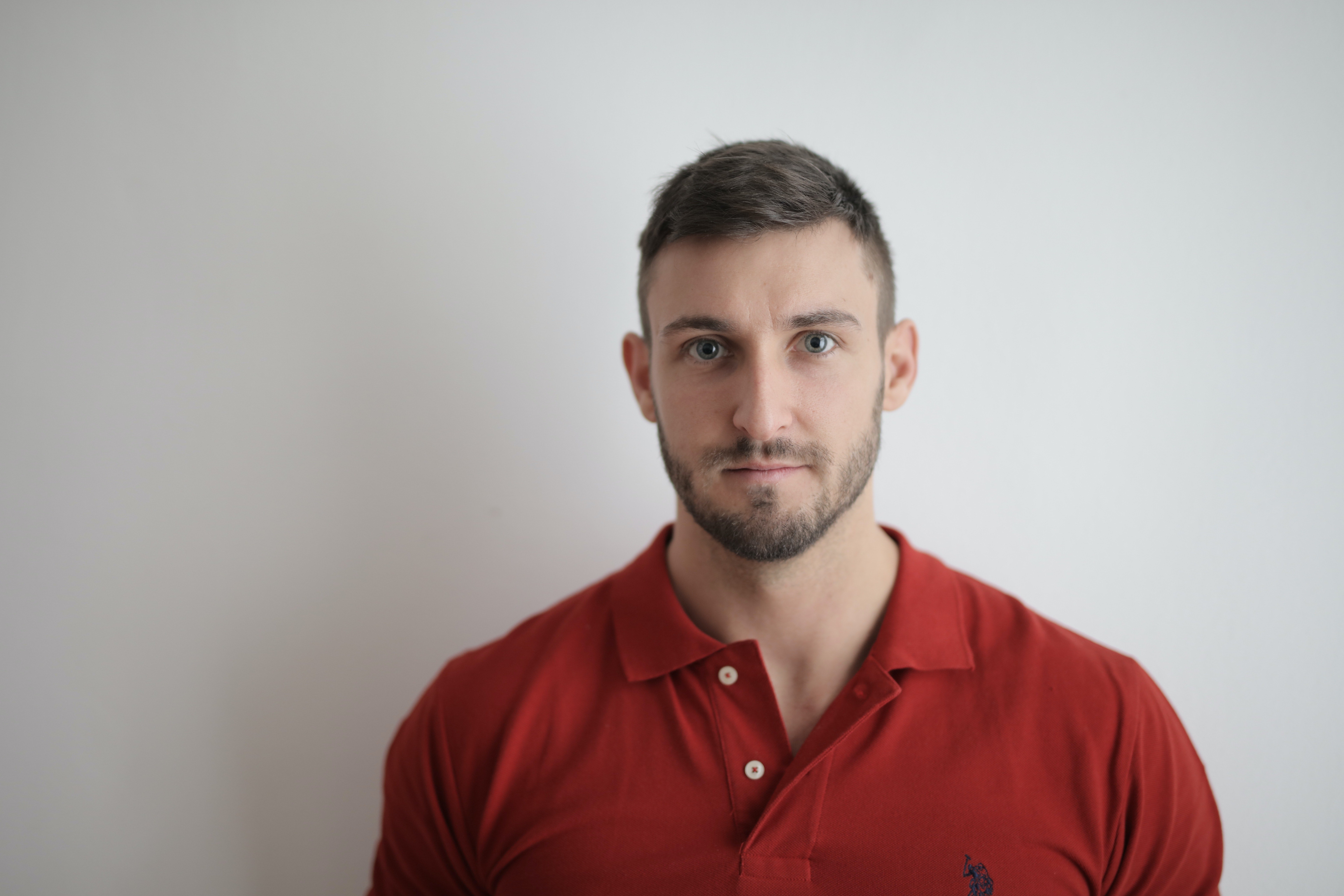 Man in a red polo shirt | Photo: Pexels