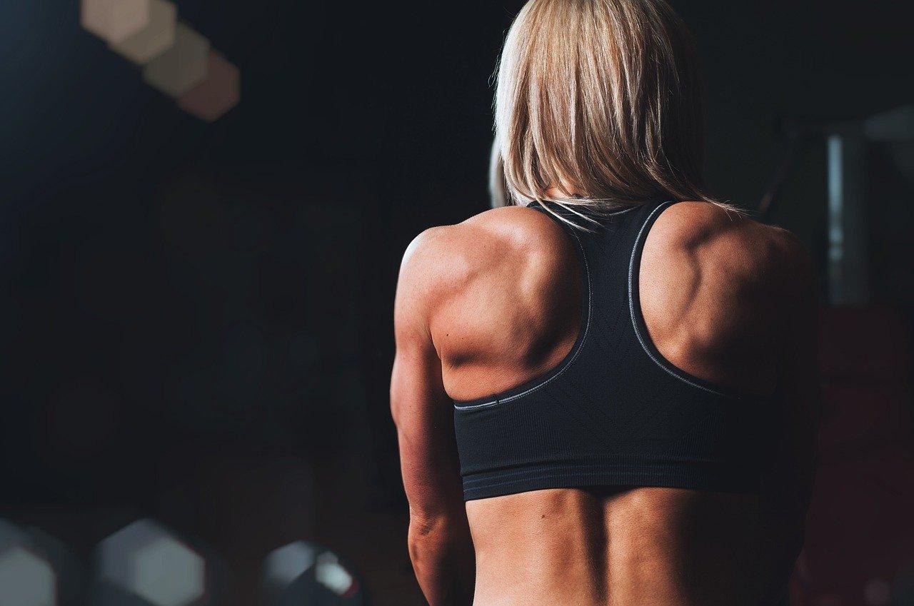 Rückansicht einer sportlichen Frau - Quelle: Pixabay