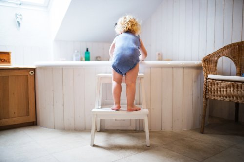 Toddler boy in a dangerous situation in the bathroom. | Source: Shutterstock.