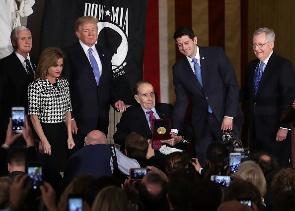 Former Senate Majority Leader Bob Dole (R-KS), recieves the Congressional Gold Medal during a ceremony at the U.S. Capitol, on January 17, 2017 in Washington, DC | Photo: Getty Images