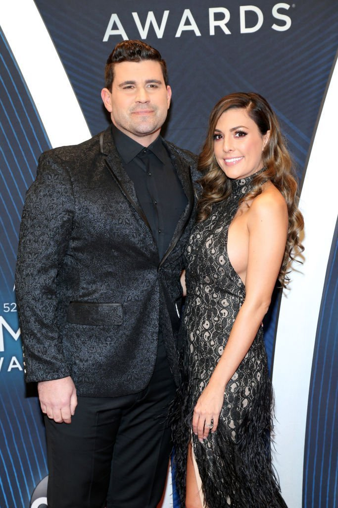 Josh Gracin and Katie Weir attend the 52nd annual CMA Awards at the Bridgestone Arena on November 14, 2018 in Nashville, Tennessee. | Photo: Getty Images