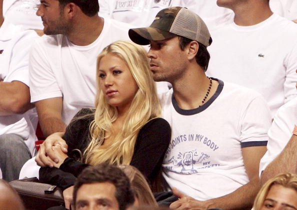 Enrique Iglesias und Anna Kournikova, New Jersey Nets v Miami Heat, 2006 | Quelle: Getty Images