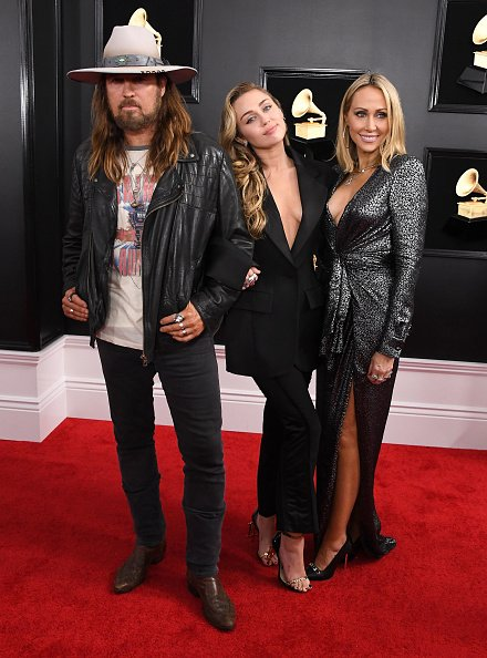 Billy Ray Cyrus , Miley Cyrus and Tish Cyrus at Staples Center on February 10, 2019 in Los Angeles, California. | Photo: Getty Images