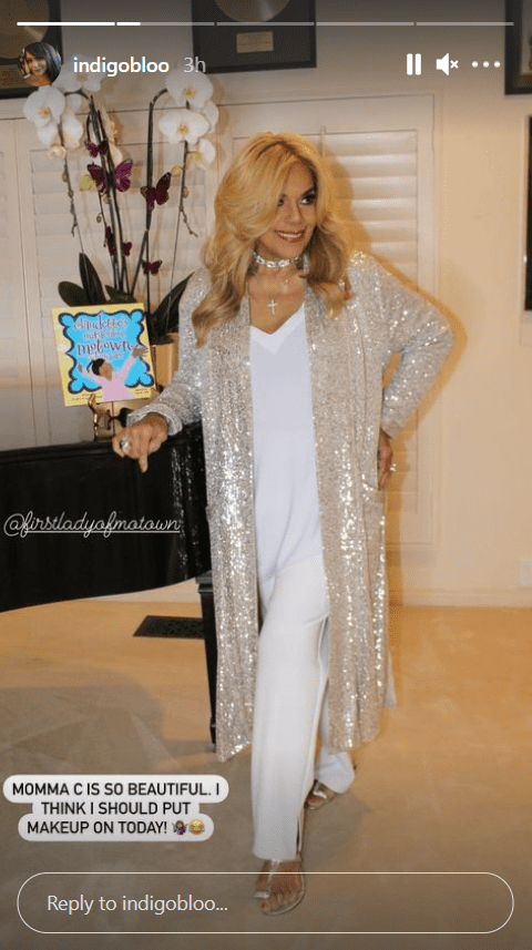 Smokey Robinson's ex-wife, Claudette Robinson, posing for a picture shared by her daughter, Tamla | Photo: Instagram/indigobloo