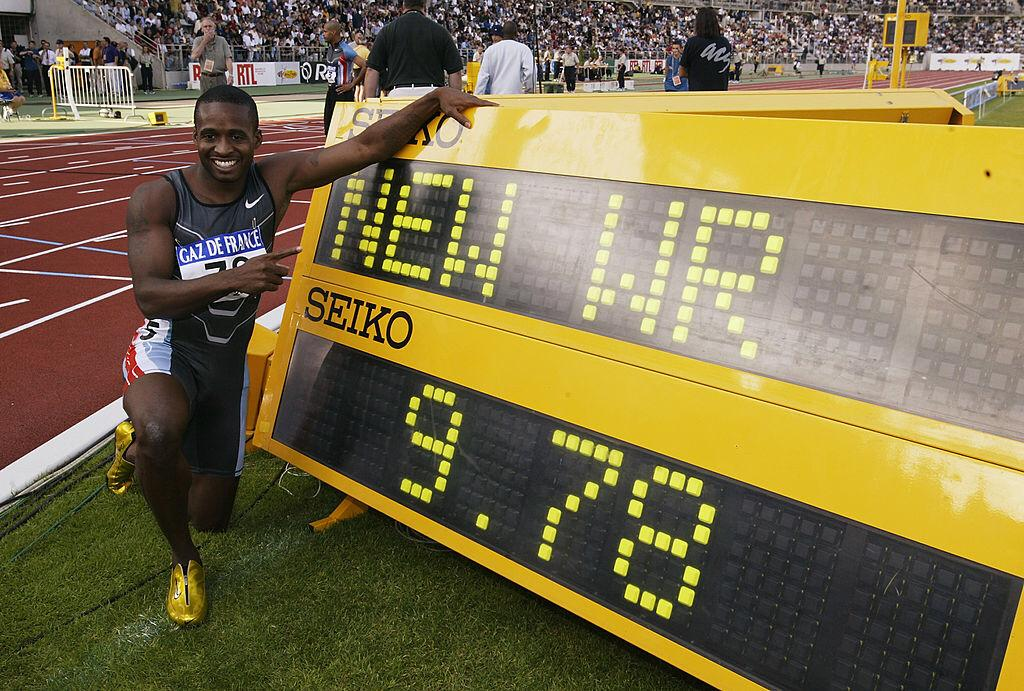 Tim Montgomery of the USA celebrates a new world record of 9.78 seconds after the Men's 100 metres at the 18th IAAF Grand Prix Final held at the Stade Charlety, in Paris, France on September 14, 2002 | Photo: Getty Images