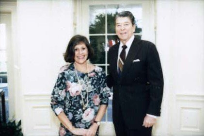 President Ronald Reagan and Carol McCain Farewell Photo at the White House Garage carpet drivers | Wikimedia
