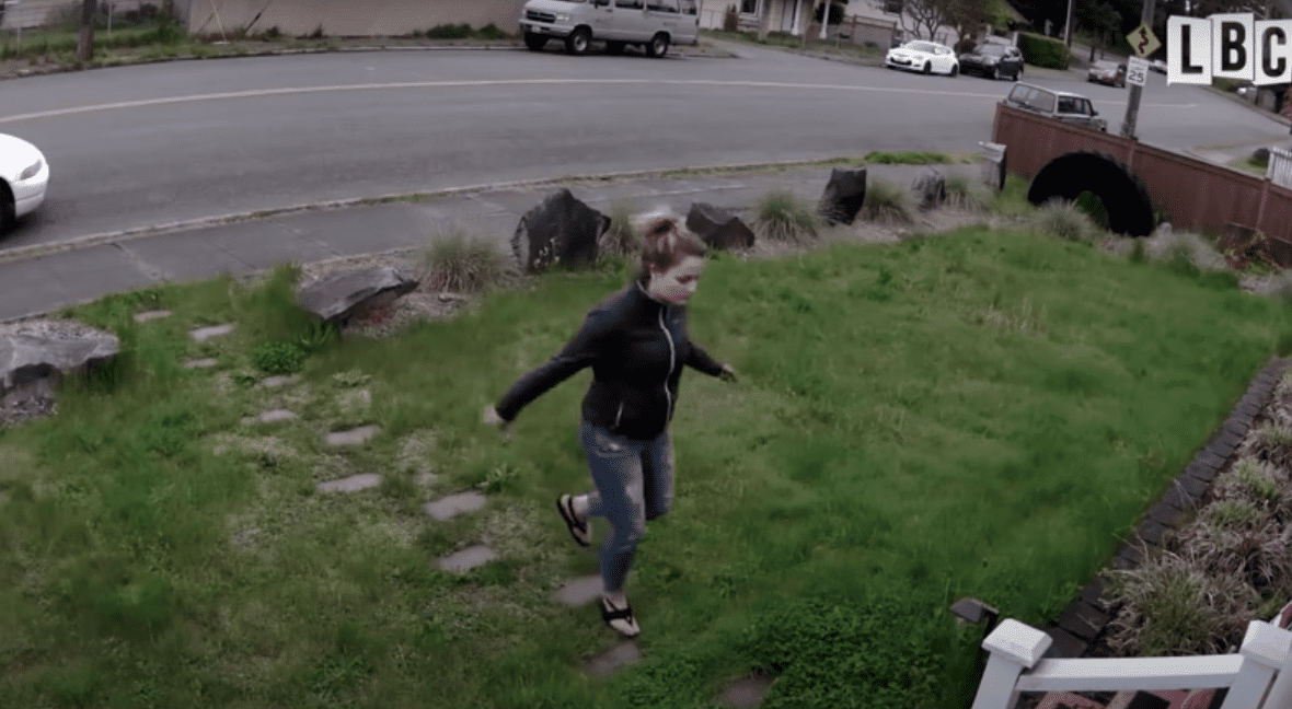 A thief trying to steal a man's package from his porch. | Source:  youtube.com/OriginalJediWatching