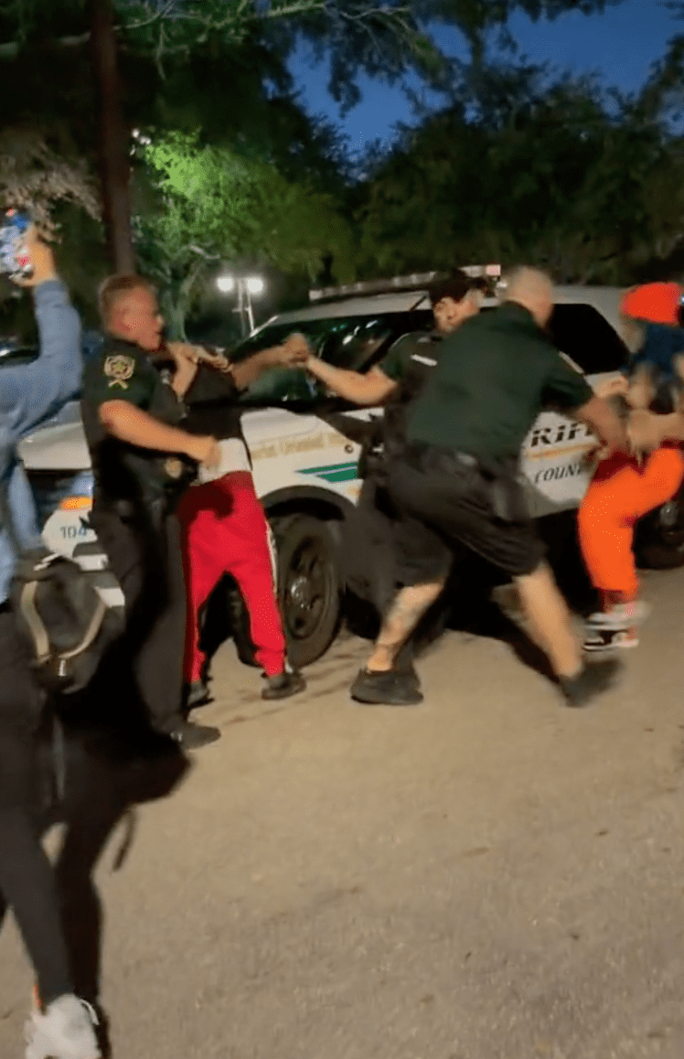 A woman records footage of her friend's arrest and shows as police push her friend out of the way | Photo: TikTok/dj.merr