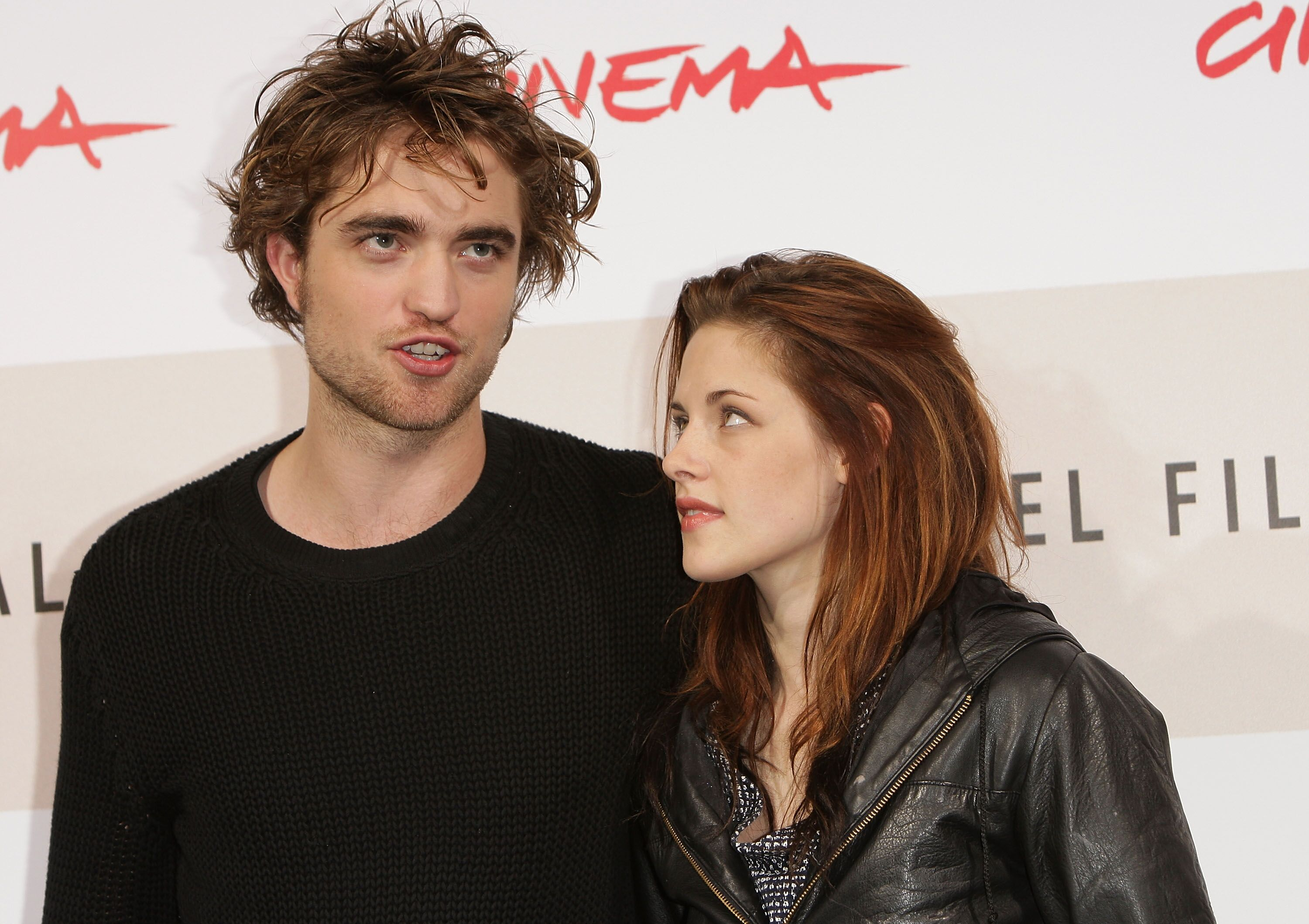 Robert Pattinson and Kristen Stewart attends the 'Twilight' Photocall during the 3rd Rome International Film Festival. | Source: Getty Images