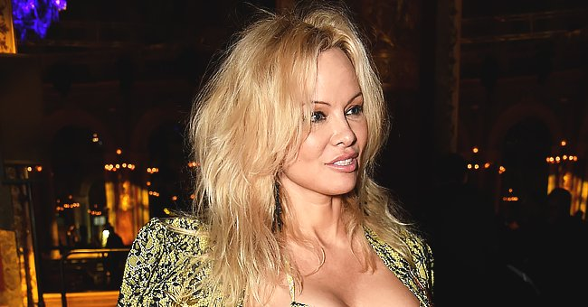 'Baywatch' Star Pamela Anderson Shows off Her Curves in This Black and White Snap