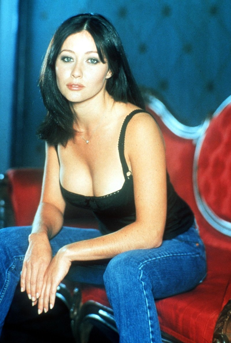 """Shannen Doherty on the set of """"Charmed"""" in 1999 