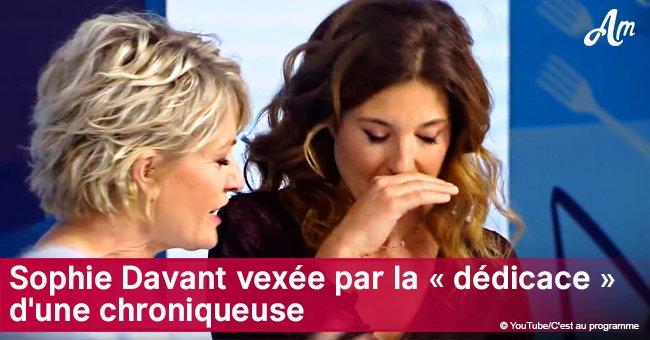 """C'est au programme: Sophie Davant embarrasse sa chroniqueuse pour sa """"spéciale dédicace"""""""