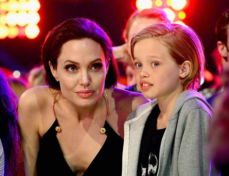 Angelina Jolie and her daughter Shiloh on March 28, 2015 in Inglewood, California | Photo: Getty Images