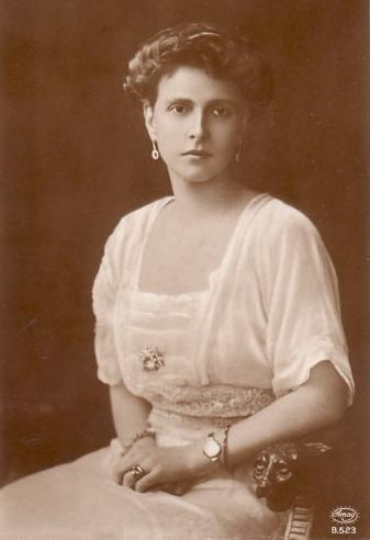 Princess Alice of Battenberg in 1906 | Unknown photographer | Source: Wikimedia Commons / Public domain
