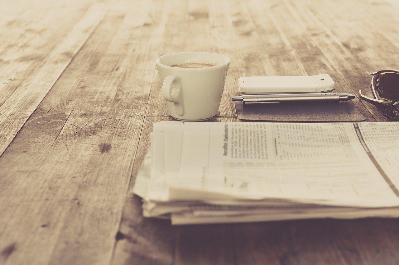 Zeitung auf Tisch - Quelle: Pixabay