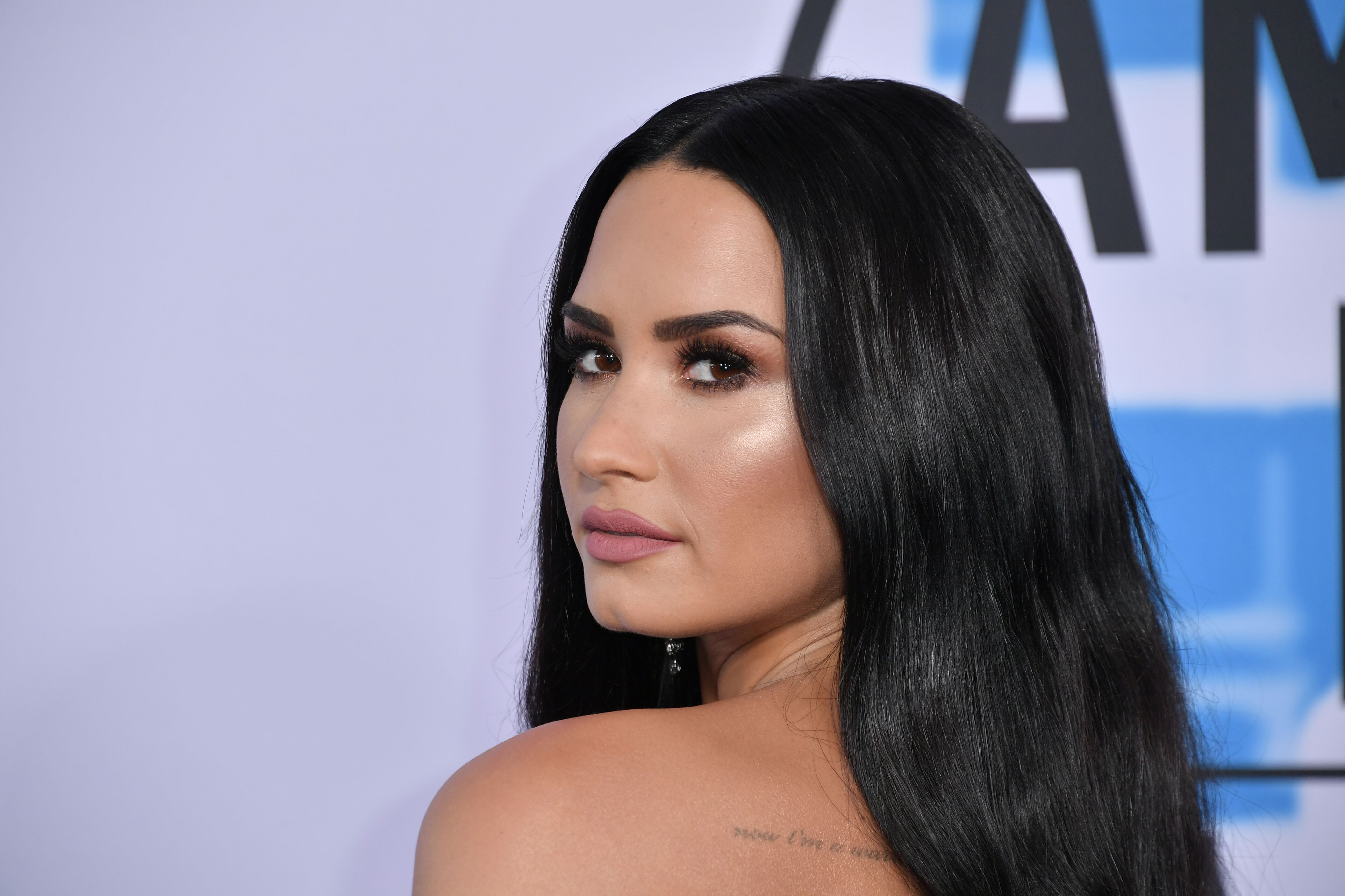 Demi Lovato attends the 2017 American Music Awards in Los Angeles | Source: Getty Images