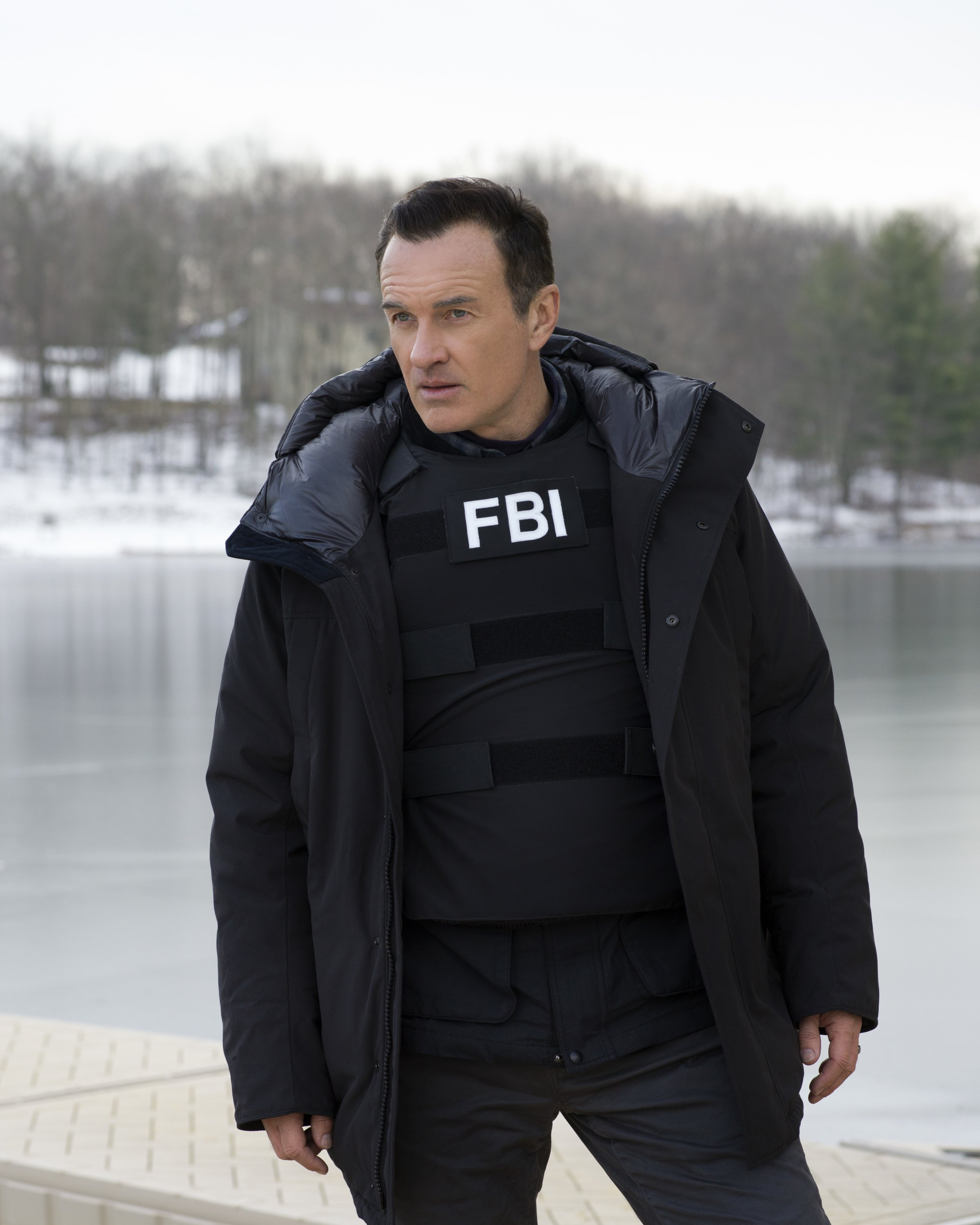 "Julian McMahon acting as Jess LaCroix on the set of ""FBI: Most Wanted"" 