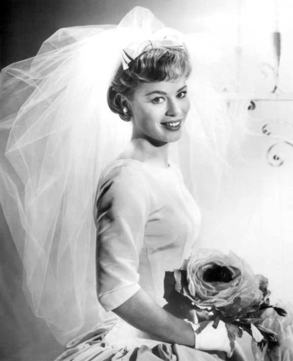 Publicity photo of Abby Dalton as Martha Hale in an episode of the television program Hennessey, that aired on September 17,1962  | Photo: CBS Television, Wikimedia Commons