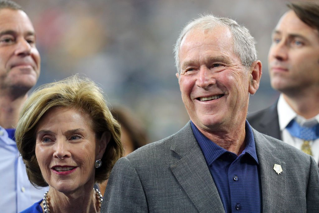 Former First Lady Laura Bush and former President George W. Bush at AT&T Stadium | Photo: Getty Images