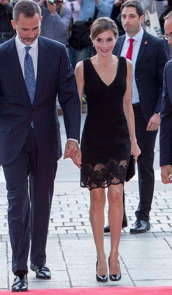 En 2015, la reina Letizia celebró su 44 cumpleaños luciendo una creación de Felipe Varela. | Foto: Getty Images