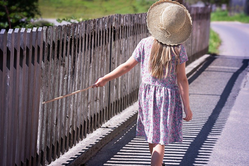 A girl walking on the road.   Photo: Pixabay
